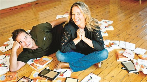 Aykut Ogut ve Esra Banguoglu ve kitapları